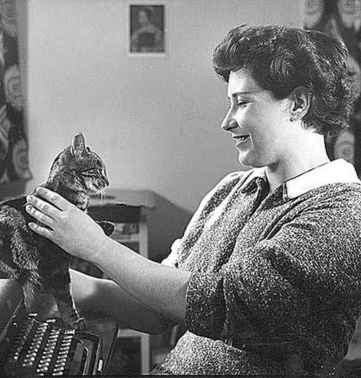 Doris Lessing Distracted by Cat Not on YouTube - bbhc.com via Buzzfeed