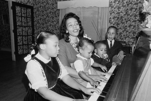Coretta and the four King children, playing piano