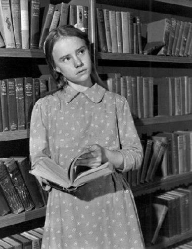 Peggy Ann Garner as Francie Nolan in Elia Kazan's adaptation of A Tree Grows in Brooklyn