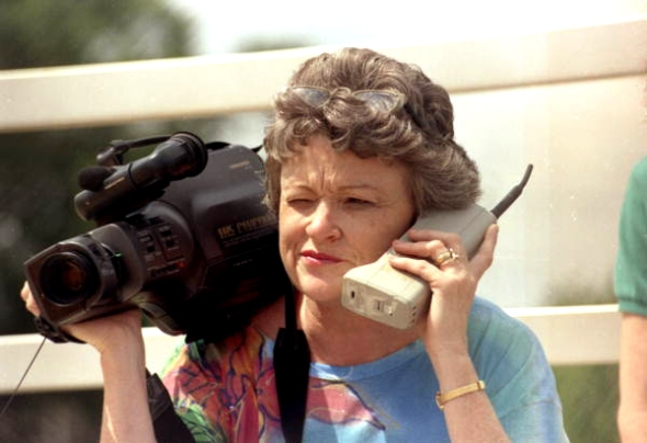 Pulitzer-Prize winning investigative journalist Lucy Morgan with modern technology, 1985.
